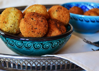 APPLE AND CHEESE CROQUETTES