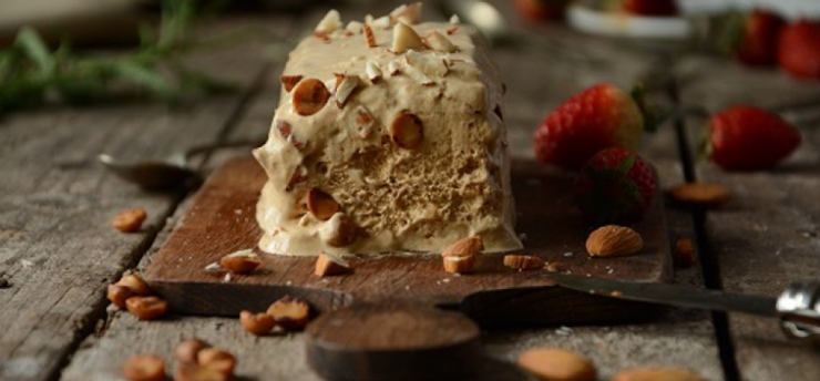 ICE CREAM OF OLIVE OIL AND DRY FRUITS