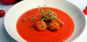 Sopa de tomate con hierbabuena