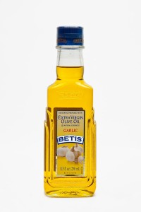 Case of 24 glass bottles of 250 ml of BETIS extra virgin olive oil and Garlic natural essence